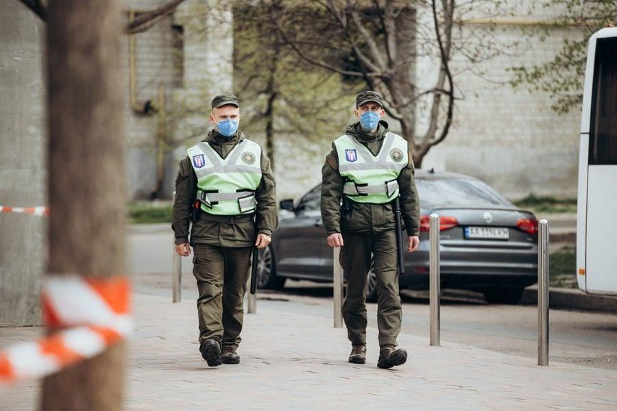 Нацгвардия обеспечивает карантинные меры в Вишневом / фото МВД