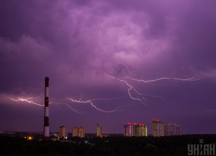 Синоптики попередили, що у Києві сьогодні з ранку до вечора можлива гроза – Погода сьогодні Київ