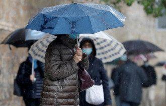 Циклон принесет в Украину ливни и похолодание