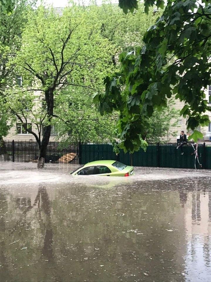 На Киев обрушився дощь з градом