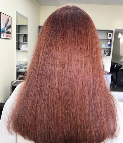 Длинные волосы старят лицо / Instagram