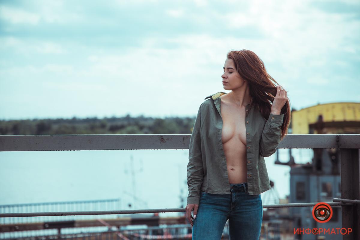 Эротична фотосесія біля мосту, який упав у Никополі