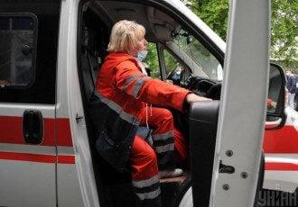 У центрі Києва на Бессарабці іномарка влетіла в кафе, один потерпілий потрапив до лікарні – ДТП на Бессарабці