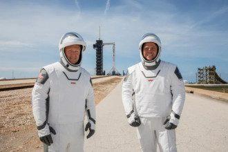 астроанавты Дуглас Херли и Роберт Бенкен - фото NASA/Kim Shiflett