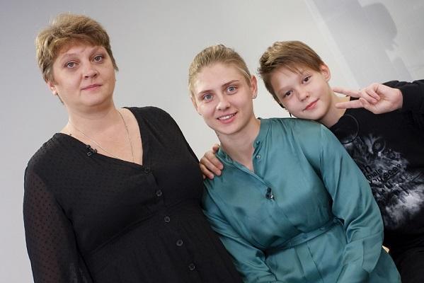 Настя Иваненко с семьей