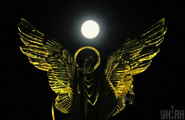 Завтра буде місячне затемнення, і в цей день радять дотримуватися низки рекомендацій – Затемнення червень 2020