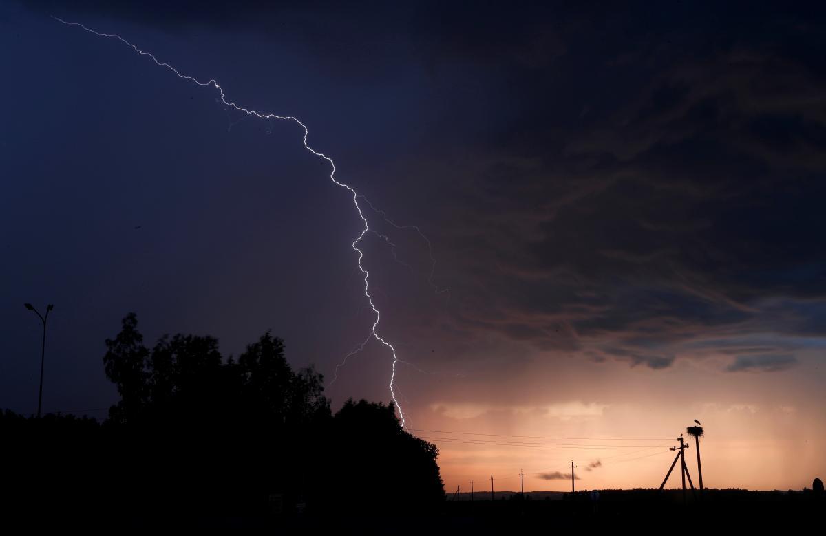 В пятницу в ряде областей Украины ожидаются грозы – 12 июня погода