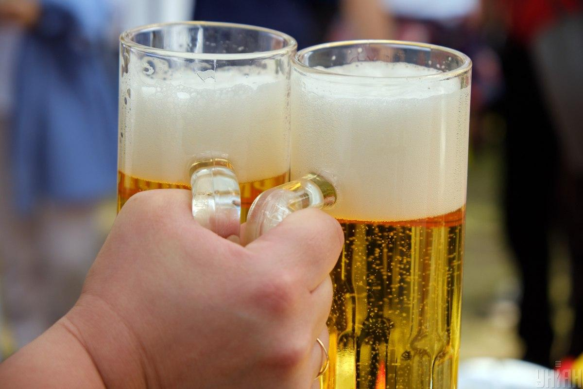 Новости Киева - полуголый мужчина на коне заехал в магазин за пивом