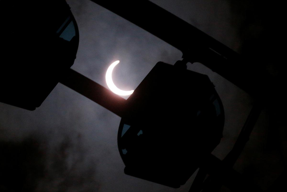 Очень сильные чувства в день затмения могут охватить Овнов, Дев и Козерогов – Гороскоп на сегодня 21 июня 2020 года