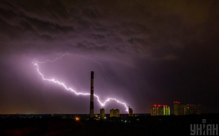 Синоптики предупредили, что в ряде областей Украины разбушуются стихии