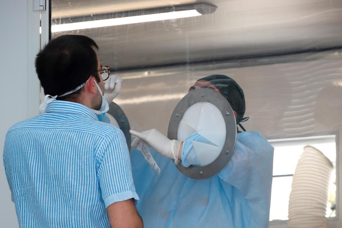 У США діарею, нудоту чи блювання, закладеність носа чи нежить визнали симптомами коронавірусу – Коронавірус симптоми