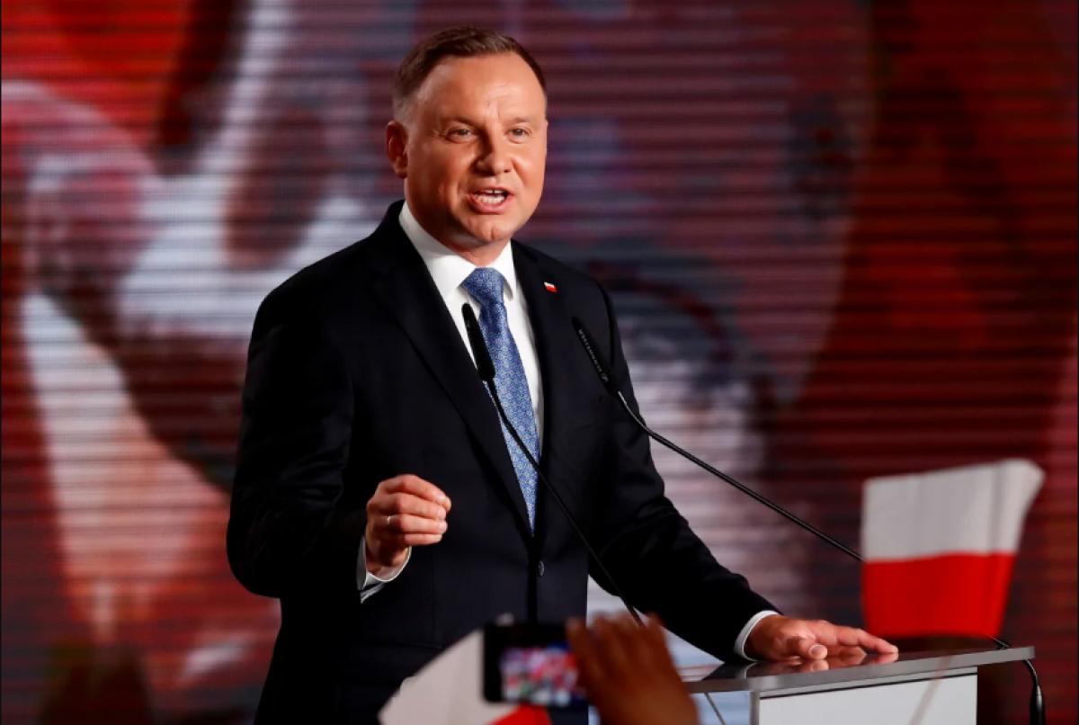 Коронавирус в Польше - главным источником Дуда назвал украинцев