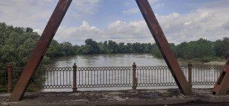 Мужчина прыгнул с моста и едва не уплыл в Венгрию / Фото: пресс-служба Госпогранслужбы