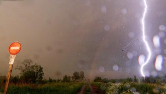 Синоптики попередили, що Україні в суботу загрожують удари стихій – Погода в Україні завтра