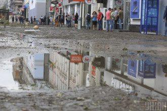 Експерт повідомила, що у середу невеликий дощ може миттєво переходити у зливу зі шквалами та градом – Погода в Україні завтра