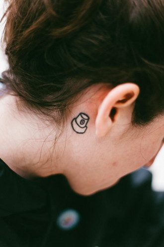 Біль у вусі може вразити одне або обидва вуха