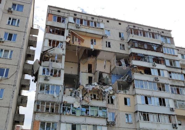 В Киеве сегодня в результате взрыва повреждены несколько этажей дома