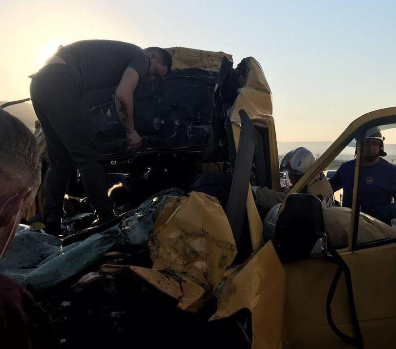В Крыму Mercedes Sprinter врезался в грузовик, восемь жертв – Новости Крыма сегодня