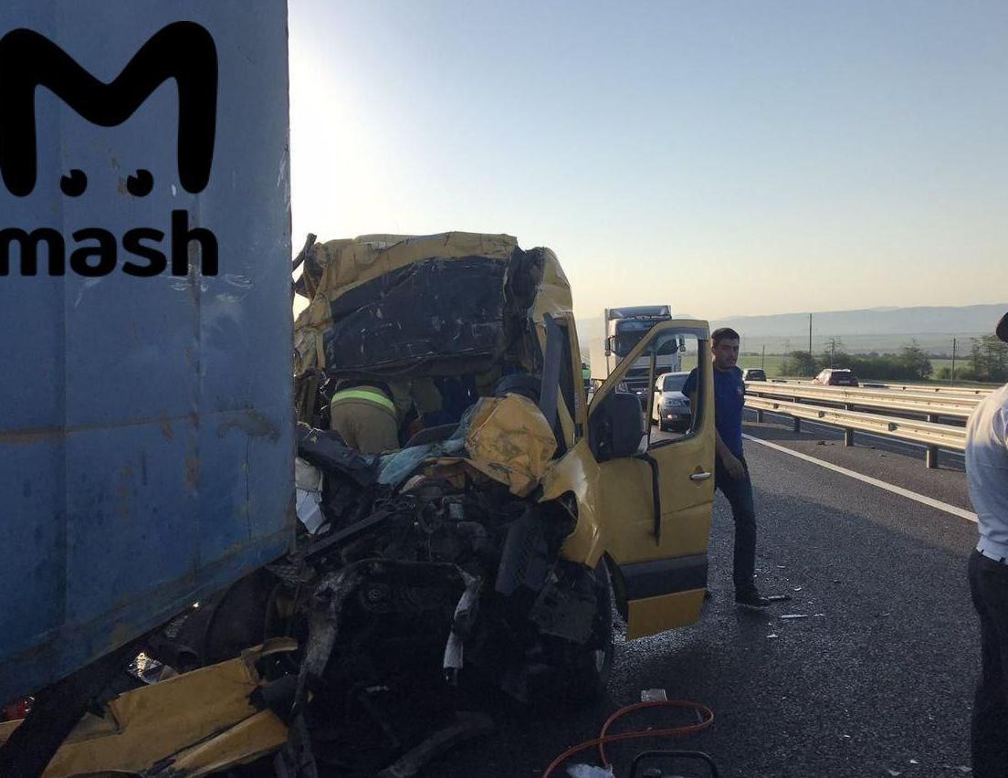 У Криму Mercedes Sprinter врізався у вантажівку, вісім жертв – Новини Криму сьогодні