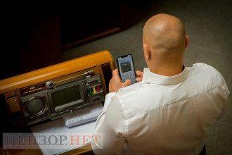 Кива снова увлекся перепиской на работе в Раде / Фото: Цензор.нет