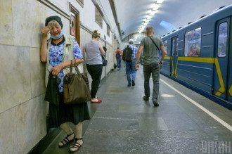 Медик сказала, что в метро старается ехать стоя и ничего не трогать – Карантин в Украине 2020