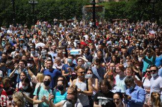 Антипутинские протесты в Хабаровске собрали по разным оценкам от 30 до 60 тысяч человек