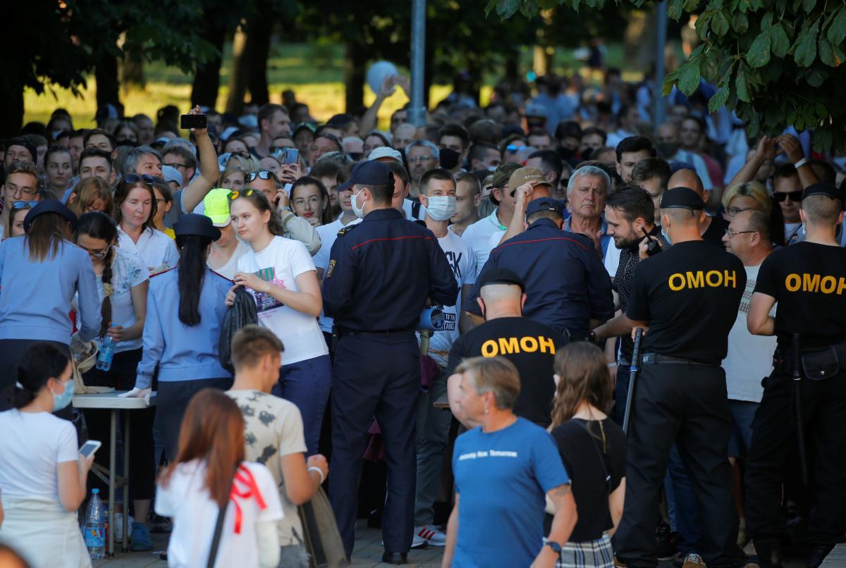 Журналисты узнали, что в Минске на акции протеста в поддержку арестованных диджеев были брутальные задержания – Беларусь новости