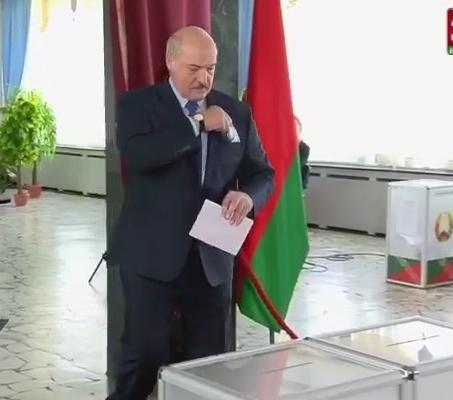 Лукашенко проголосовал / скриншот из видео