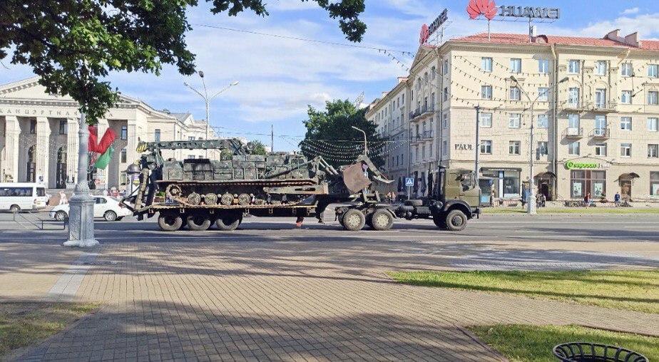 Воєнна техника у Мінську