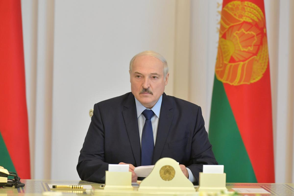 Лукашенко считает, что фейки о нем распространяют для негативного влияния на белорусов – Лукашенко новости