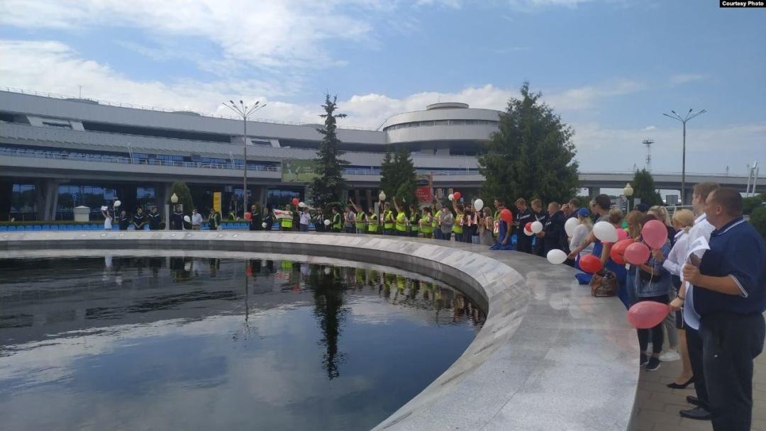 Протесты в Беларуси - забастовку объявили работники Белавиа