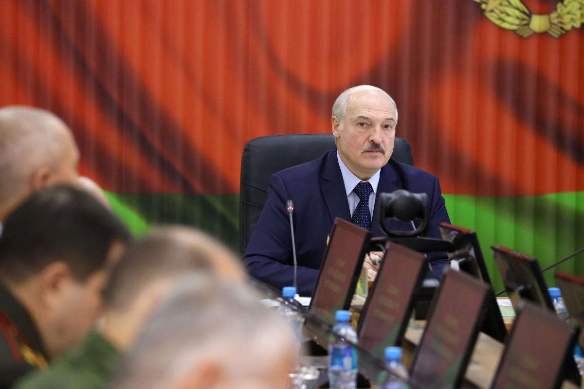 Лукашенко после грандиозного митинга оппозиции может покинуть окружение, узнали журналисты – Беларусь новости сегодня