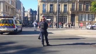 Вооруженный мужчина захватил заложников в отделении банка во французском Гавре / Фото: скриншот из видео
