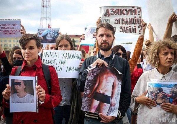 Жертви силовиків показали, як їх били силовики в Мінську