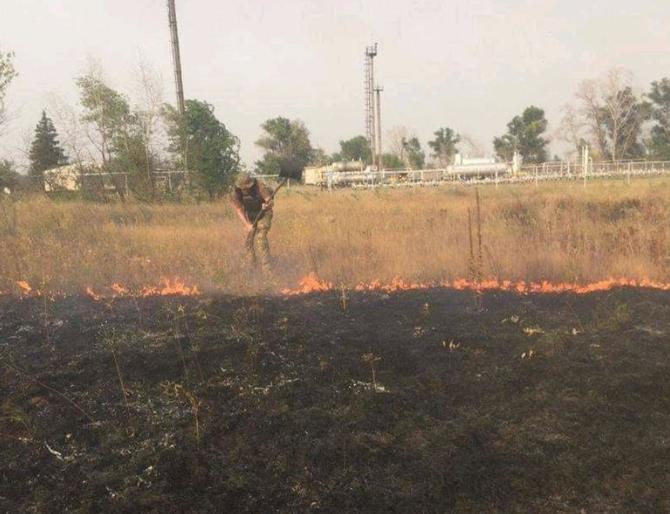 На Луганщині під час гасіння пожеж постраждали військові – Луганщина пожежа 2020