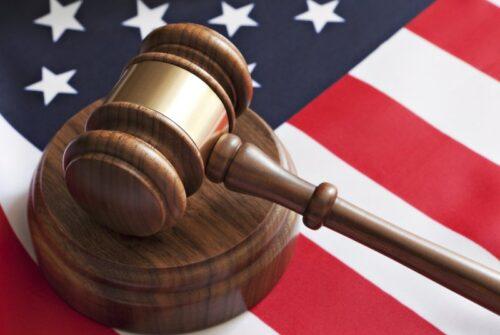 Молоток, судья, США