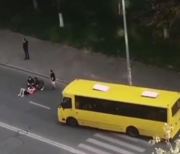У столиці маршрутка збила пішохода, який йшов по переходу – ДТП Київ