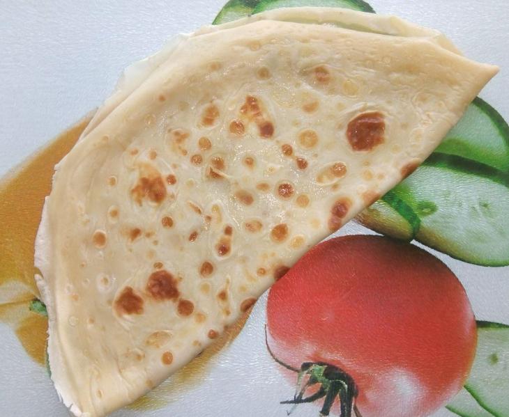 Блинчики не сладкие, а соленые, готовятся с сыром дорблю