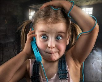 телефон_мобільний телефон_мобілка_дівочка_ребенок