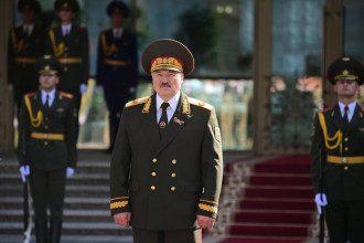 Шушкевич вважає, що Лукашенко плювати на міжнародне право, оскільки його підтримує Путін – Лукашенко новини