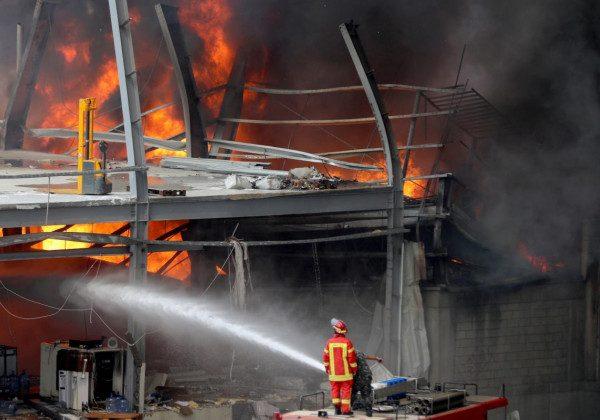 Стала відома можлива причина потужної пожежі в порту Бейрута – Бейрут новини