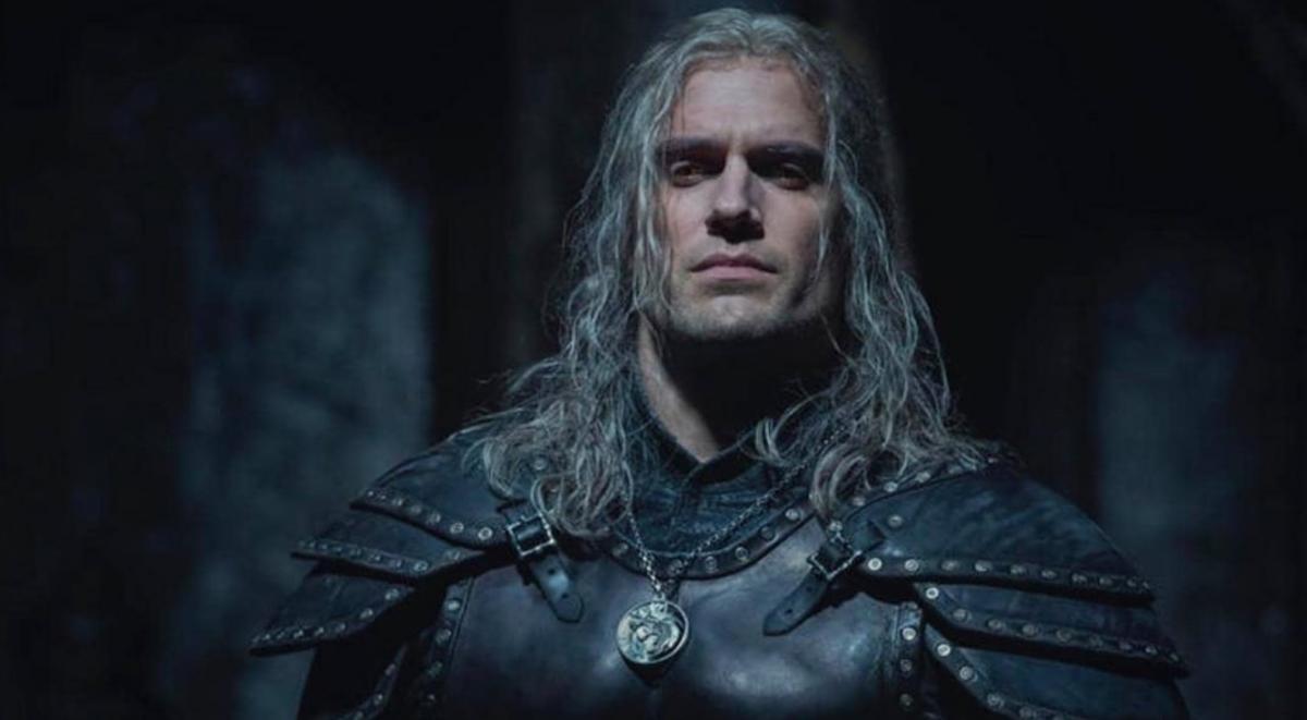 Генри Кавилл в новейшей  ведьмачьей броне из 2-го  сезона «Ведьмака»