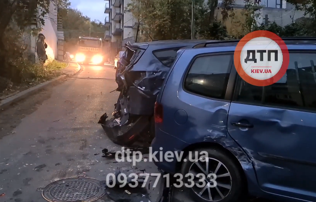 В столице бетономешалка помяла много машин и задела пешеходов – Новости Киева сегодня