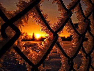 погода_заморозки_иней_осень_решетка_забор_лед_снег_закаты і світанки