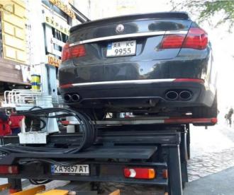 В центре Киеве эвакуировали авто слуги народа