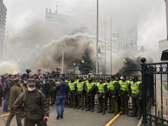 Що відбувається під КСУ - спецназ і ультиматум учасників мітингу