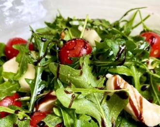 Для приготовления салата из рукколы понадобится пять ингредиентов – Быстрый салат из рукколы