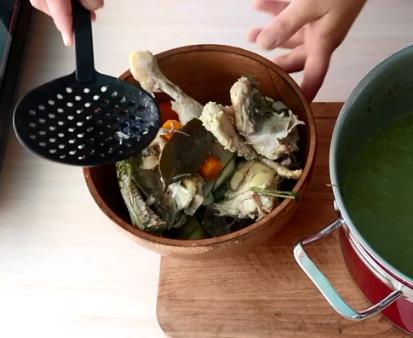 Суп из грузинской кухни можно вкусно приготовить дома – Харчо рецепт