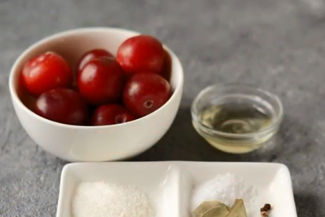 Закуска, схожа на оливки, швидко готується вдома