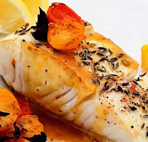 Дієтолог повідомила, що запечене філе риби з помідорами, сиром та базиліком – ідеальна вечеря – Що приготувати на вечерю швидко і просто